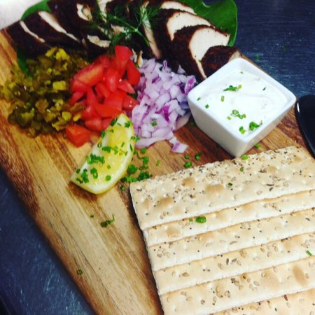 Cudjoe Key, Floride : House Smoked Fish with Key Lime Tarter Sauce and Flatbread Crackers