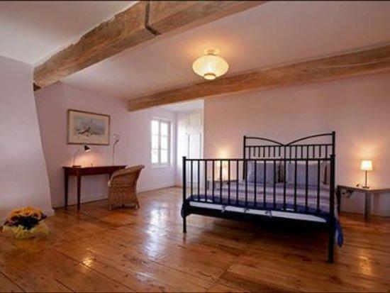 Saint-Nicolas-de-la-Grave, France: Guest Room