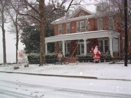 Elizabethtown, Илинойс: Exterior Front