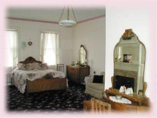 Elizabethtown, IL: Guest Room