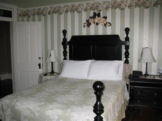 Waynesboro, PA: Guest Room -OpenTravel Alliance - Guest Room-