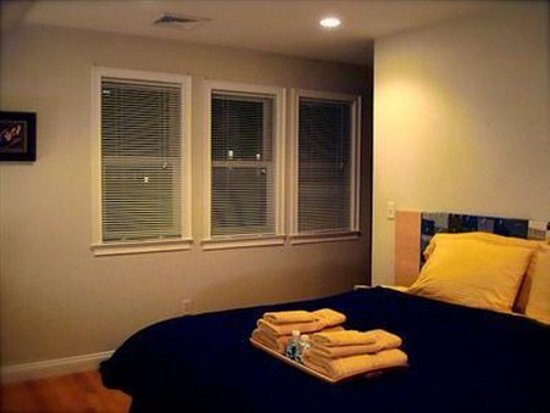 Whitman House: Guest Room -OpenTravel Alliance - Guest Room-