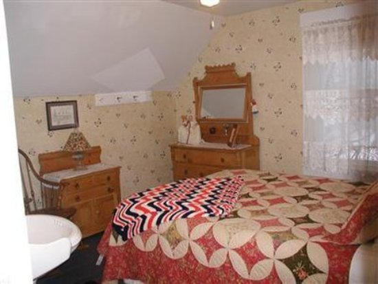Lowell, Vermont: Guest Room -OpenTravel Alliance - Guest Room-