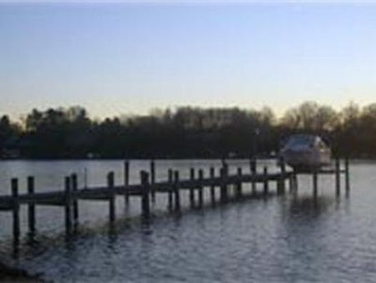 Laurel Grove Inn on the South River: Docks