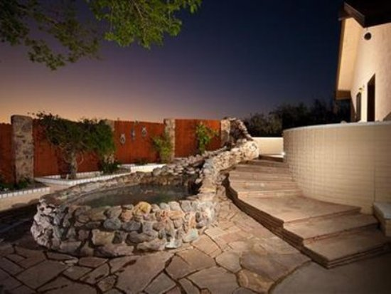Desert Rose Bed and Breakfast: Exterior View