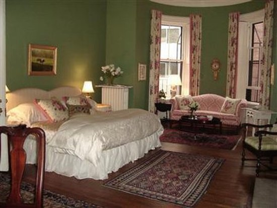 The College Club of Boston: Guest Room