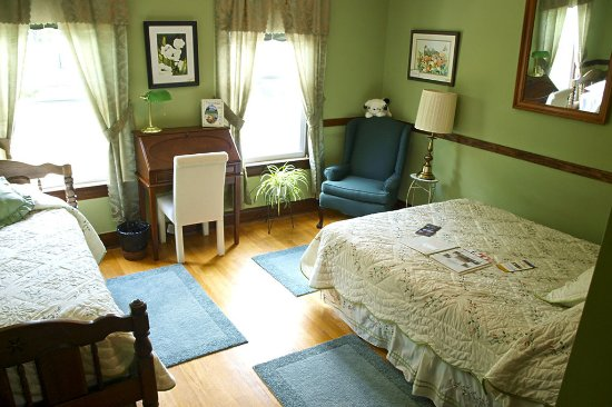 Stonewall Jackson Inn: Turner Ashby Room