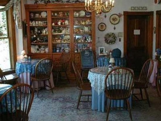 Rose Arbour Bed and Breakfast: Interior Dinning Room