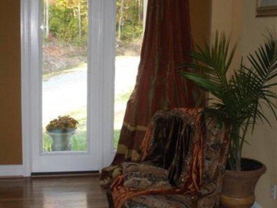 The Villa At Waters Edge: Interior