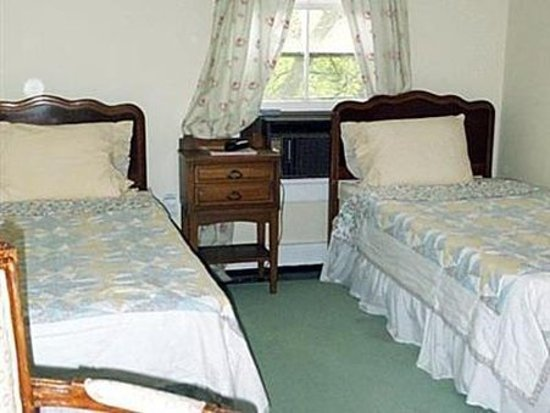 Grassmere Inn Bed and Breakfast: Bedroom