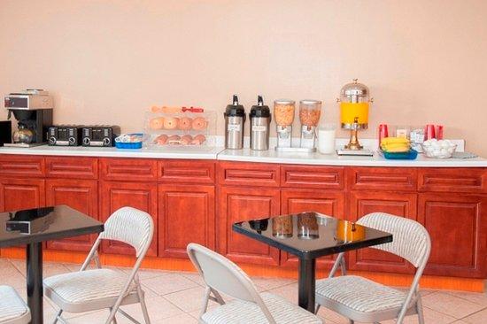 Super Lake Hotel: Breakfast Area