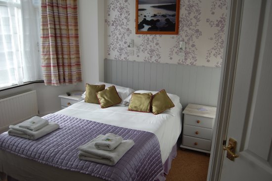 Tregenna Guest House: Room Seven, Ground Floor Double Room with Ensuite Shower Room