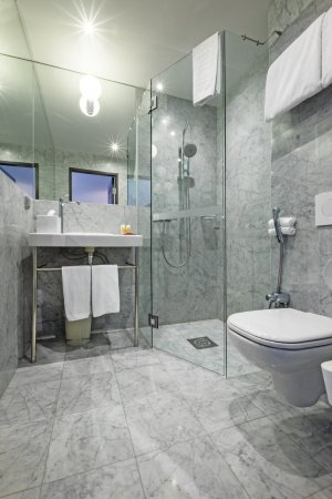 Nobis Hotel: Standard Queen And King Bathroom