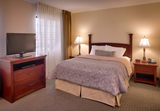 Staybridge Suites Omaha 80th & Dodge: King Bed Guest Room