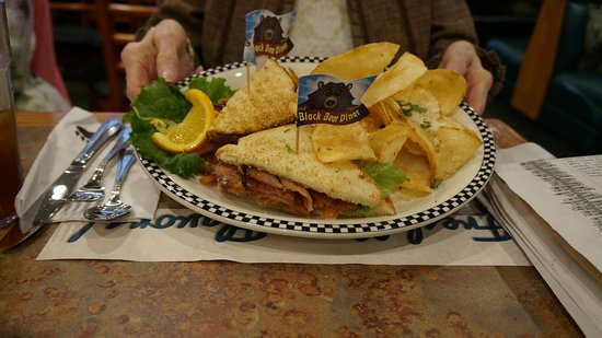 Cottonwood, AZ: Little Less BLT and home made chips