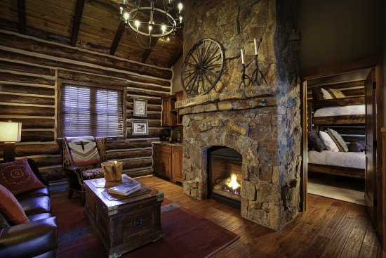 Saratoga, WY: Stagecoach Cabin Residence Living