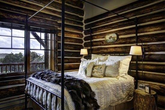 Saratoga, WY: Stagecoach Cabin Residence Master Bedroom