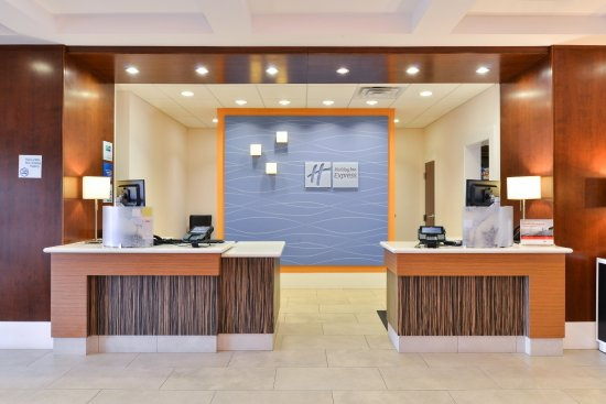 Holiday Inn Express & Suites Terre Haute: Front Desk
