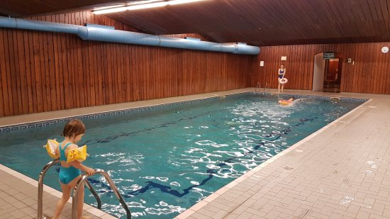 Ventron, France: La piscine se trouve dans l'hôtel à côté mais est accessible.
