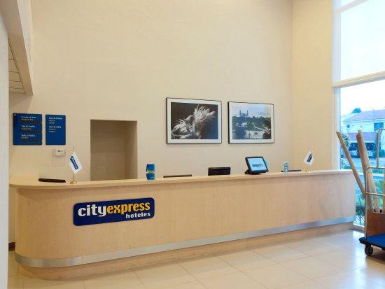 City Express Merida: recepcion
