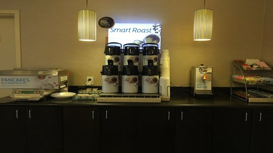Holiday Inn Express and Suites - Bradford: Coffee Bar