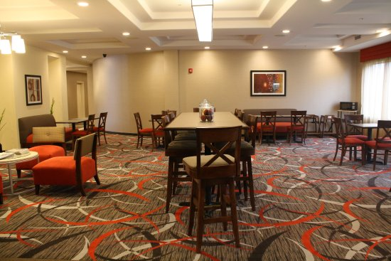 Holiday Inn Express and Suites - Bradford: Breakfast Area