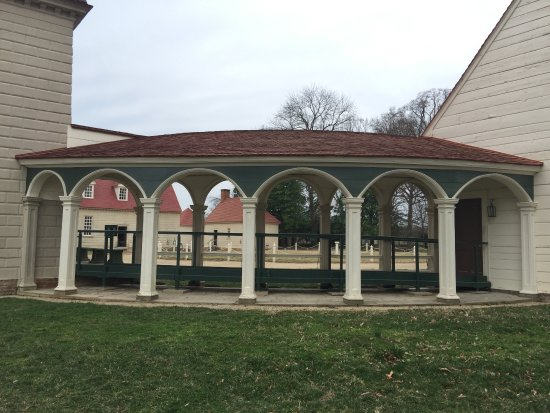 Mount Vernon, VA: scenic covered walkway from kitchen to mansion