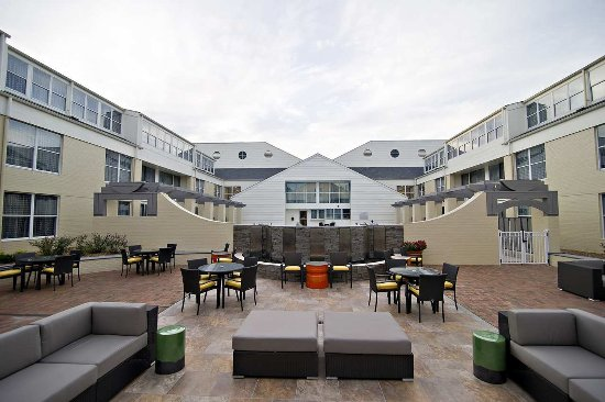 DoubleTree Suites by Hilton Huntsville-South: Outdoor Pavilion