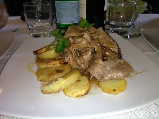 Sperone, Italy: Straccetti di manzo con patate (tenerissimi)