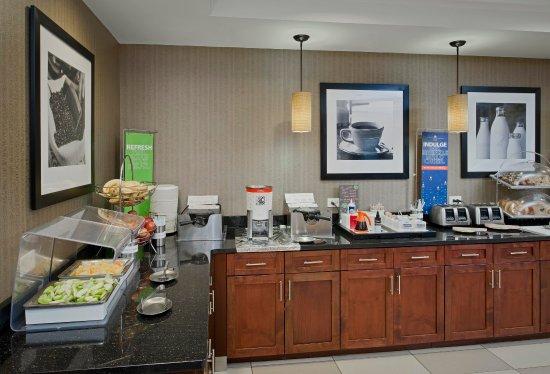 Hampton Inn & Suites Ocean City: Breakfast Area Fresh Fruit