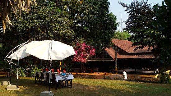 Kyaikto, พม่า: Restaurant und Office