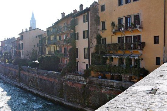La casa a ridosso del Ponte Pietra
