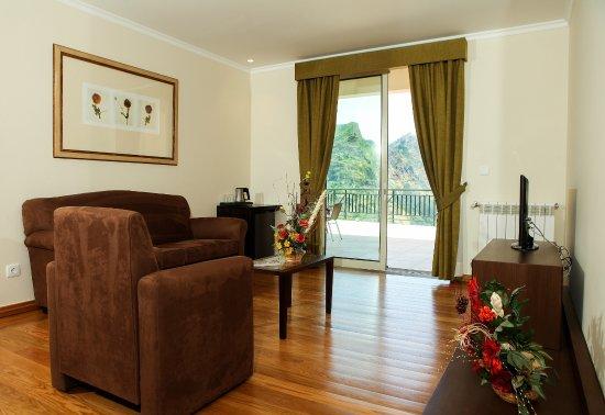 Eira do Serrado Hotel & SPA: Suite - Living Room