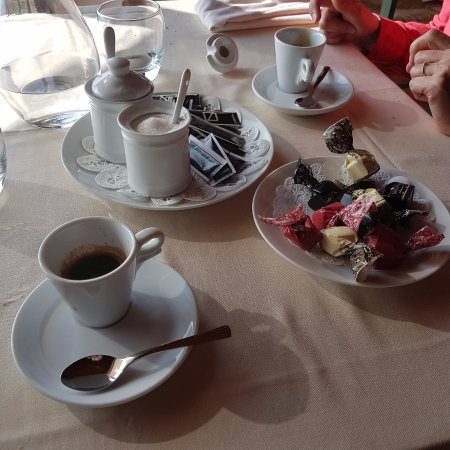 Diano d'Alba, İtalya: caffe' con tartufi