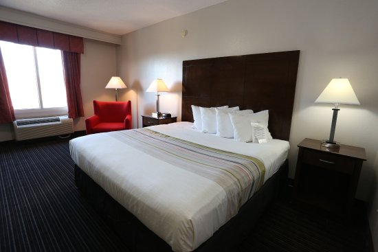 Cookeville, Теннесси: King Junior Suite with sofa and whirlpool tub