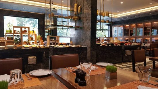 The Raintree Hotel, St.Mary's : The Colony - hotel restaurant, great food