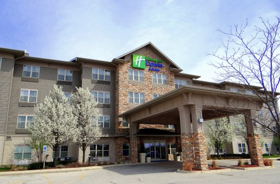 Roselle, IL: Hotel Exterior