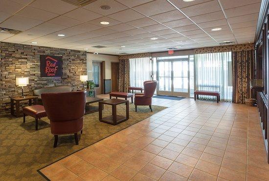 DeKalb, IL: Lobby