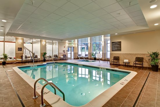 Hilton Garden Inn Woodbridge Pool