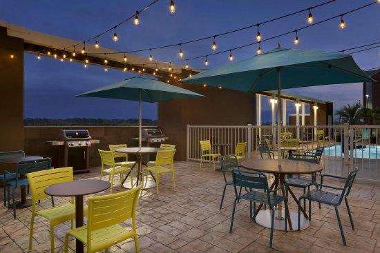 West Monroe, LA: Outdoor Patio with Grills
