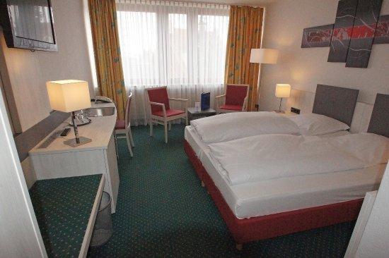 Bielefeld, Germany: Guestroom CXX