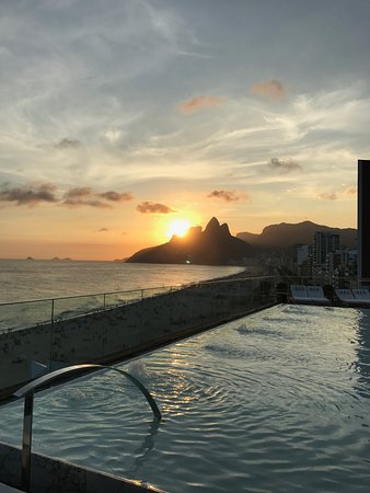 Hotel Fasano Rio de Janeiro: View from the rooftop pool at sunset
