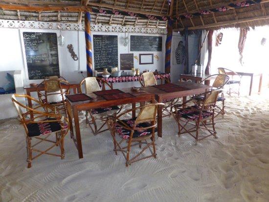 Makuti Beach Hotel: Le restaurant les pieds dans le sable