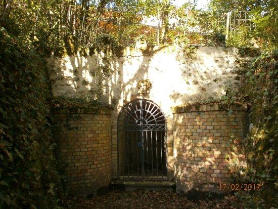 Cenon, Francia: Fontaine du Parc du Cypressat