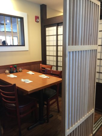 Teaneck, Нью-Джерси: New remodel. Private dinning rooms.