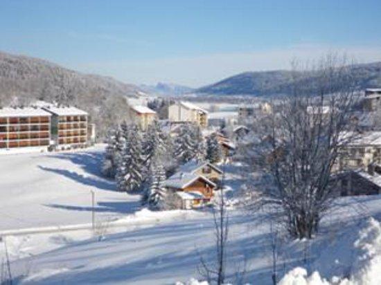 Les Rousses, France : Vue sur la suisse, la dent de Vallorbe et le lac de Joux