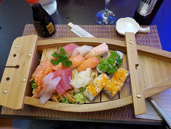 Falconara Marittima, Italia: Barca di sushi da uno