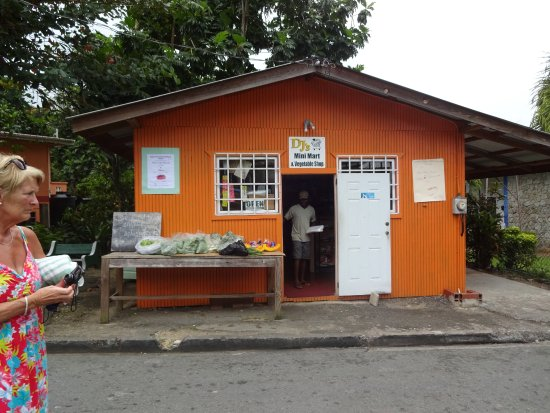 Castara Retreats: a local shop