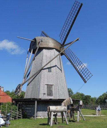 Saaremaa, Estland: Suurempi tuulimylly.