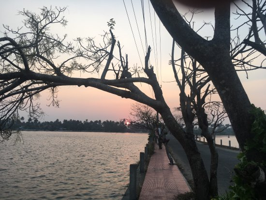 Cherai Beach : Beach and backwaters. Make sure you catch both and at sunset